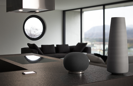 Geneva AeroSphere small speaker in black